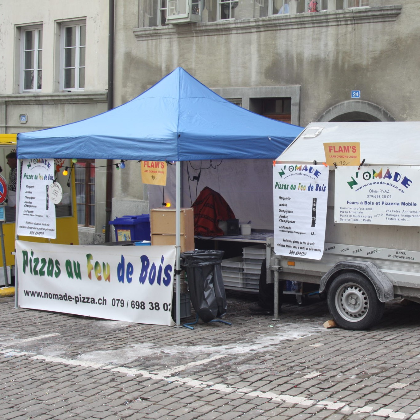 Stand-pizza-rue carré